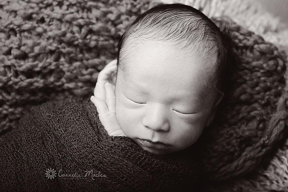 Neugeborenenfotografie-Neugeborenenfotos-Neugeborenenshooting-newborn-photography-Babyfotografie-Babyfotos-Fotografie-Zug-Zürich-Luzern-Schwyz-Cornelia-Moebes-Photography-M5