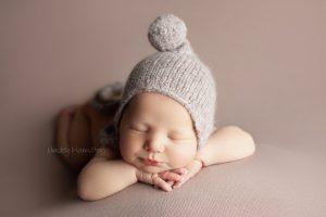 Newborn-photographer-Calgary-new-born-baby-photography-studio.jpg