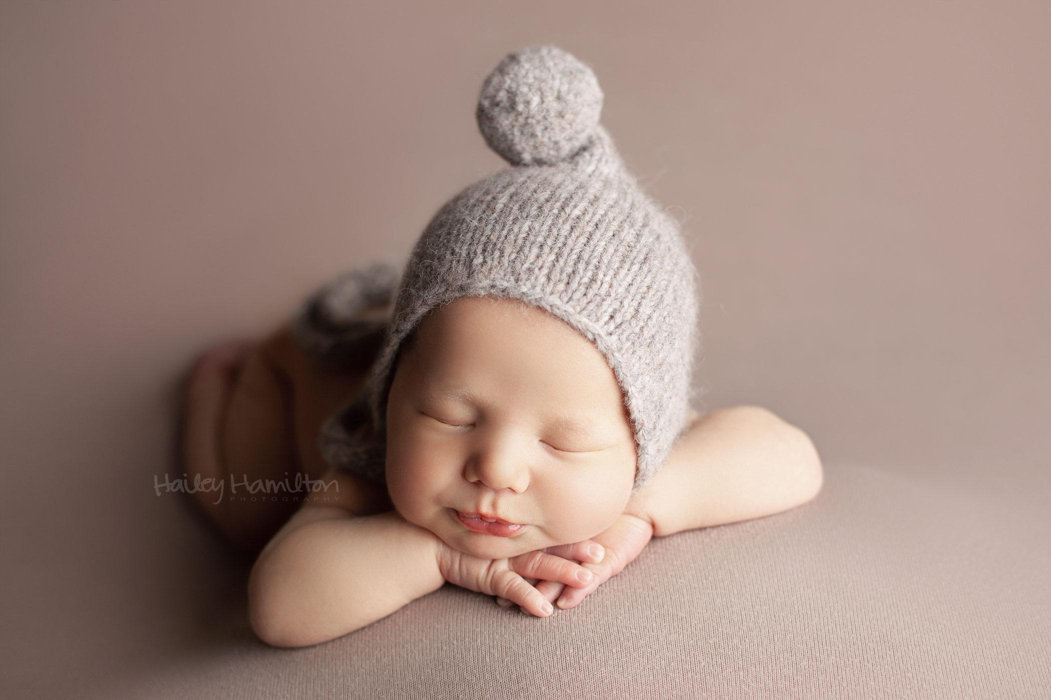 Newborn-photographer-Calgary-new-born-baby-photography-studio