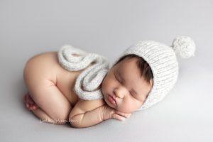 Newborn-photography-Calgary-baby-photographer-photo-studio.jpg