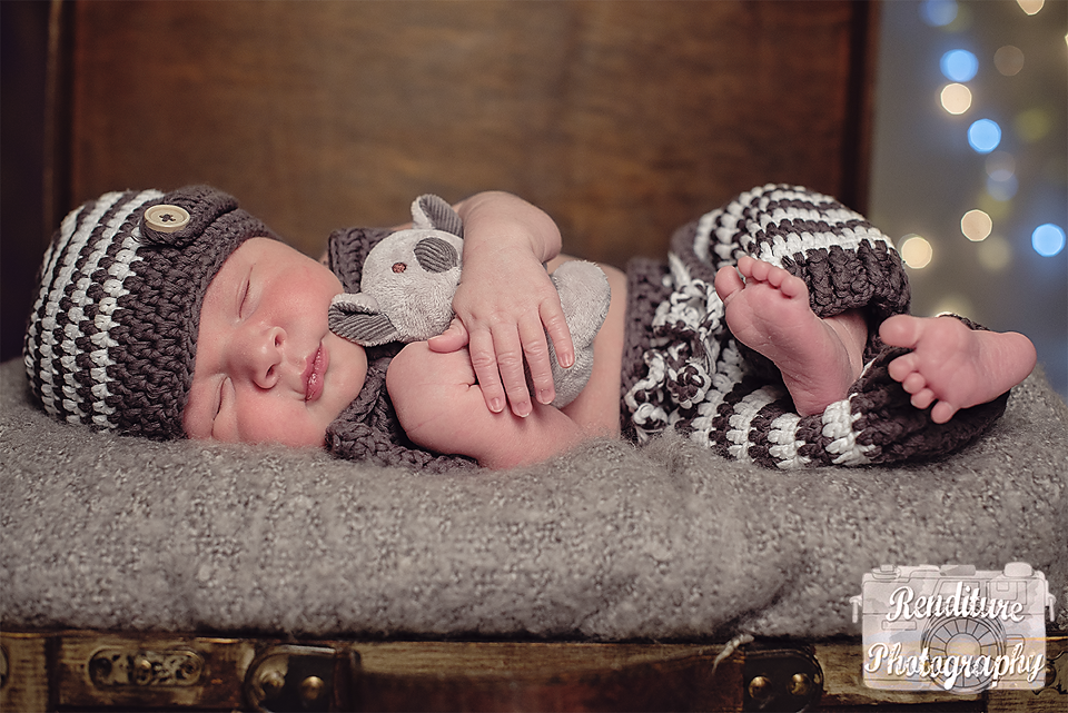 Saskatoon-Newborn-Family-Renditure-Baby-Photography-Photographer-Maternity-Pregnancy-Saskatchewan-110mFBR