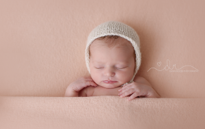 Tacoma newborn Photographer.png