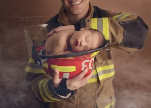 newborn-girl-firefighter-helmet-hope-photographer-fraser-valley-vancouver-port-moody-best-portrait-father-and-daughter.jpg