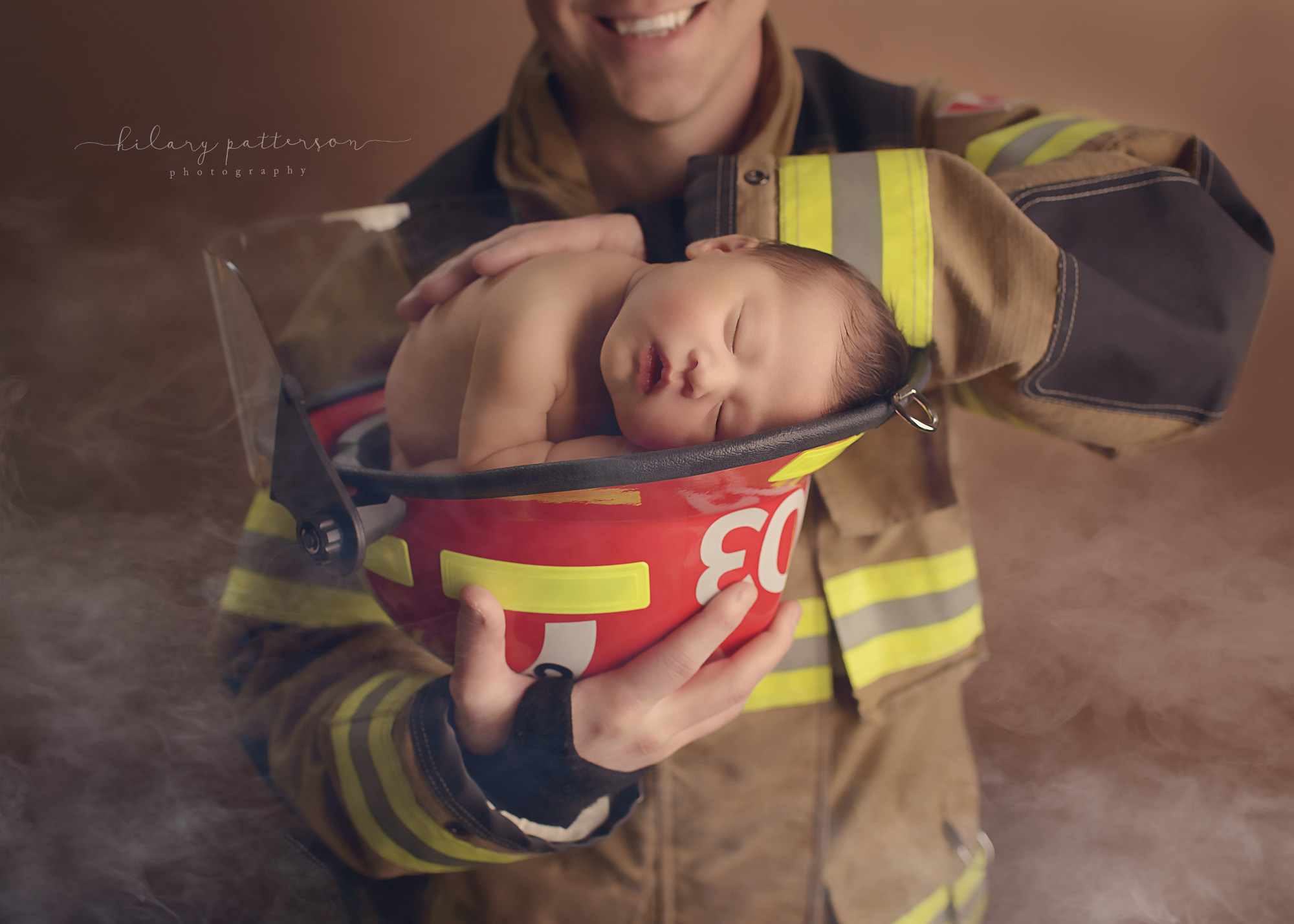 newborn-girl-firefighter-helmet-hope-photographer-fraser-valley-vancouver-port-moody-best-portrait-father-and-daughter